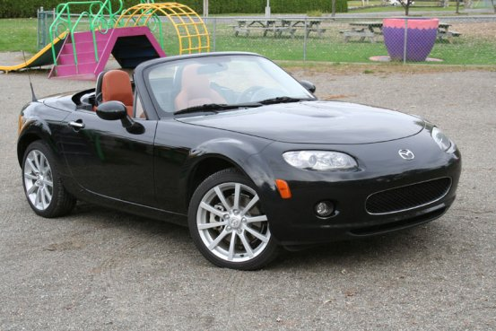 mazda mx5 miata 2008 plus amusante qu 39 agr able guide auto. Black Bedroom Furniture Sets. Home Design Ideas
